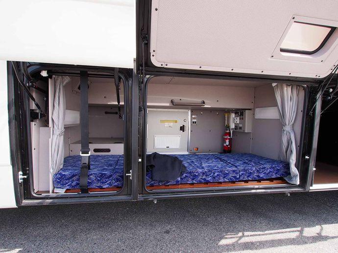Mitsubishi_Fuso_Aero_Ace_Highway_Liner_Driver_sleeping_room