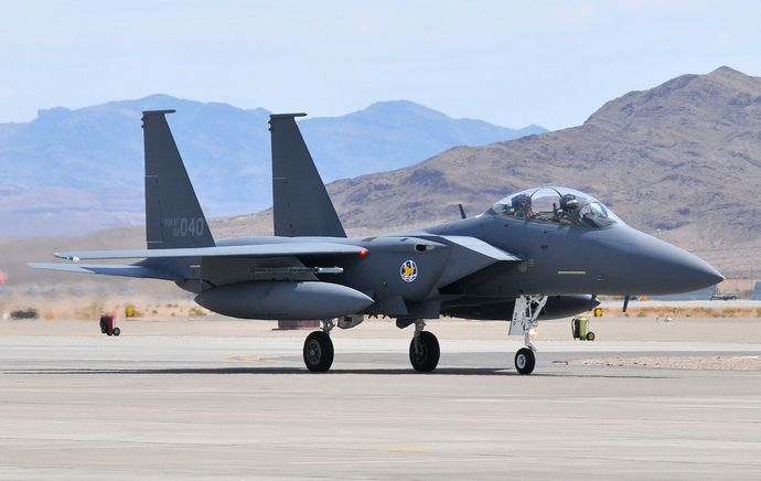 F-15K_arrives_at_Nellis_AFB