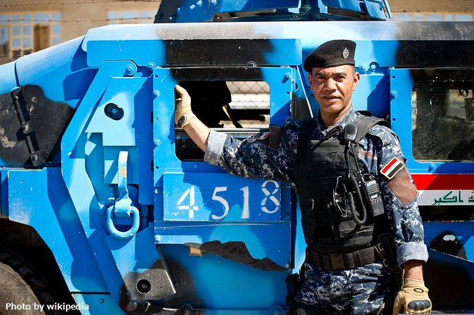 米軍主導の有志連合がモスルに簡易交番セットを供給…イラク警官の訓練強化!