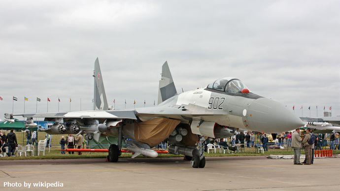 Sukhoi_Su-35_on_the_MAKS-2009_(01)