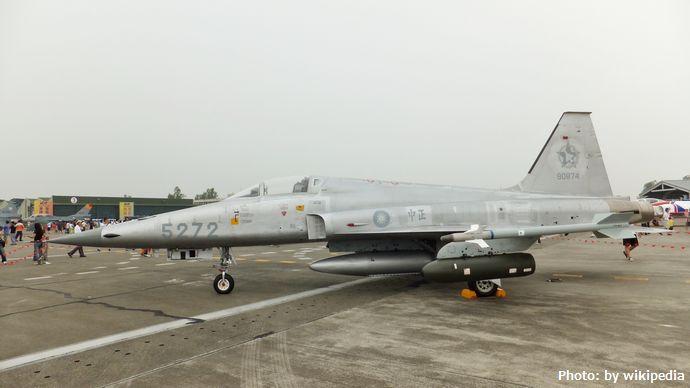 ROCAF_F-5E_in_Gangshan_Air_Force_Base_20111015
