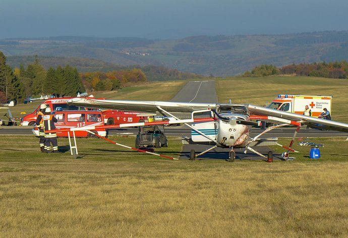 ドイツの飛行場で小型機が見物人に突っ込み子供を含む3人死亡…標高950メートルのバッサークッペ台地!