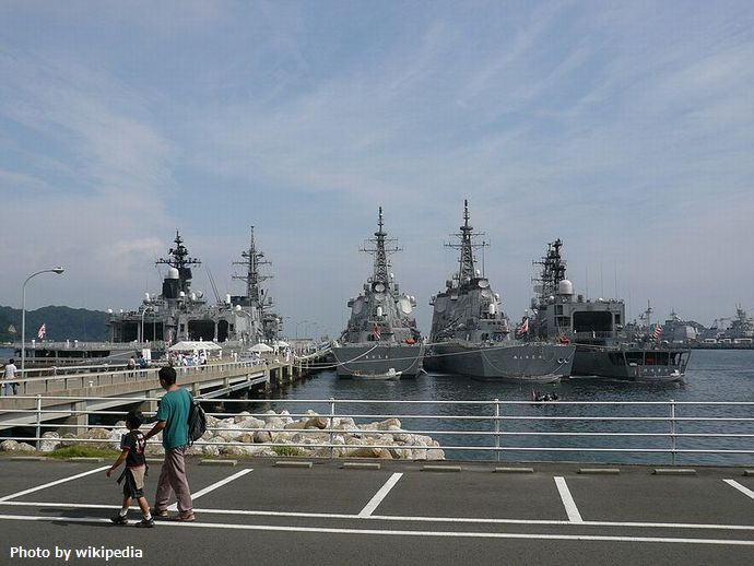 JMSDF_Yokosuka_Naval_Base_海上自衛隊横須賀基地_-_panoramio