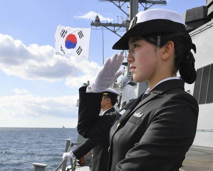 韓国海軍当局者「国旗だけを掲げるよう求めたのは外国艦船のみ、韓国海軍は問題なし」…国際観艦式!