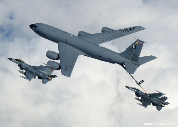 KC-135_Refueling_F-16s
