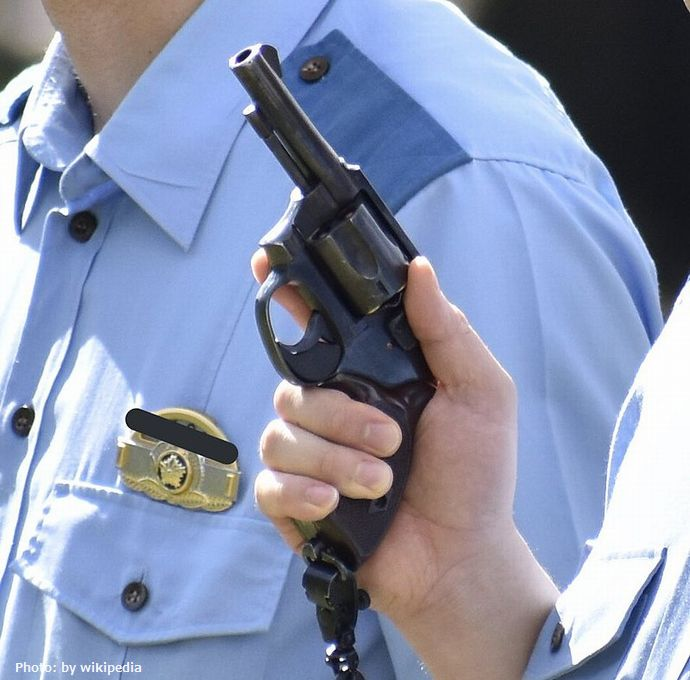 800px-New_Nambu_M60_revolver_of_the_Nara_Prefectural_Police