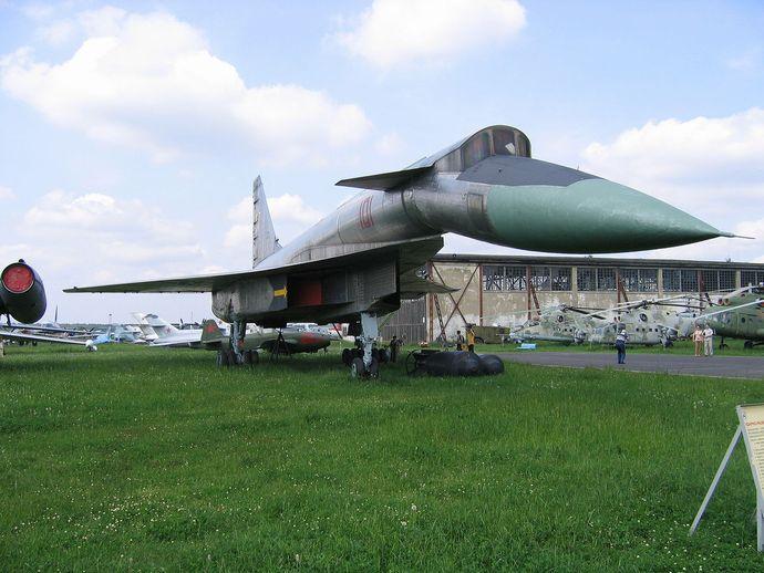1280px-Sukhoi_T-4_(Monino_museum)
