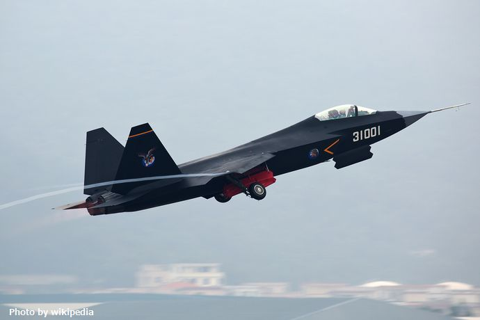Shenyang_J-31_(F60)_at_2014_Zhuhai_Air_Show