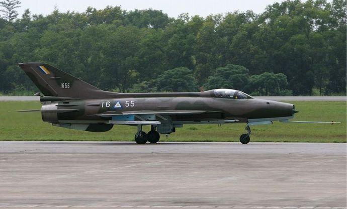 ミャンマー空軍の戦闘機墜落事故が2件発生…機体が民家に落下し10歳少女に直撃、J-7戦闘機が通信塔に突入!