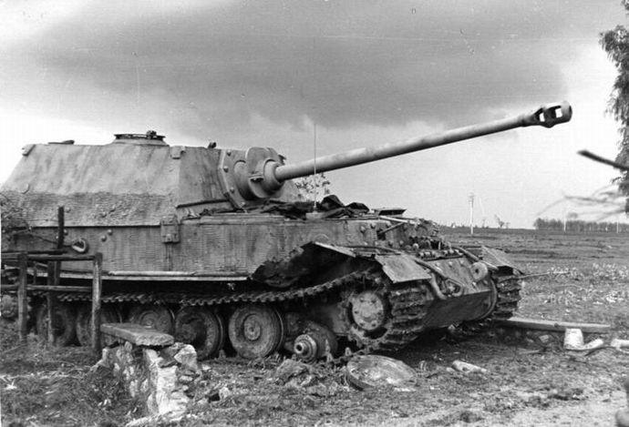 Bundesarchiv_Bild_101I-313-1004-25,_Italien,_Panzer__Elefant_