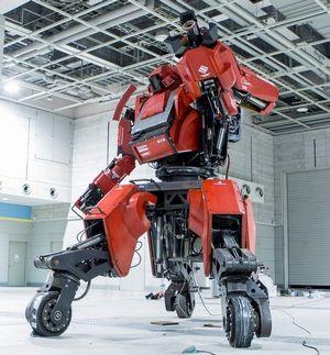 エンジン駆動人型四脚巨大トイロボット