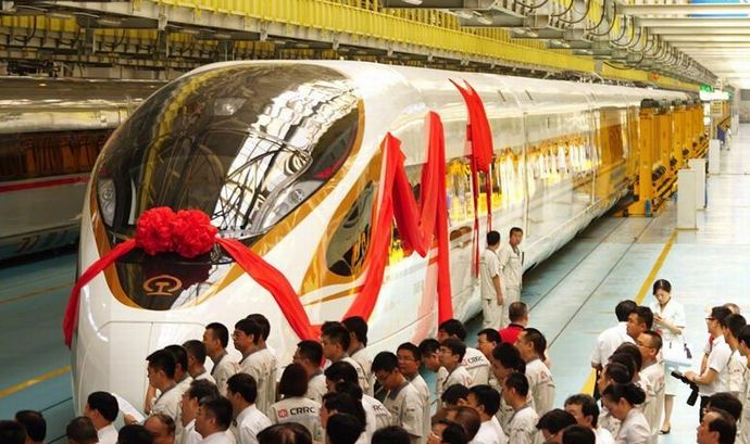 最高時速350キロの最新中国高速鉄道車両「復興号」が北京-上海間で運行開始!