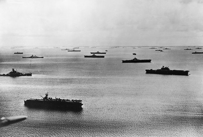 US_fleet_at_Majuro_Atoll_1944