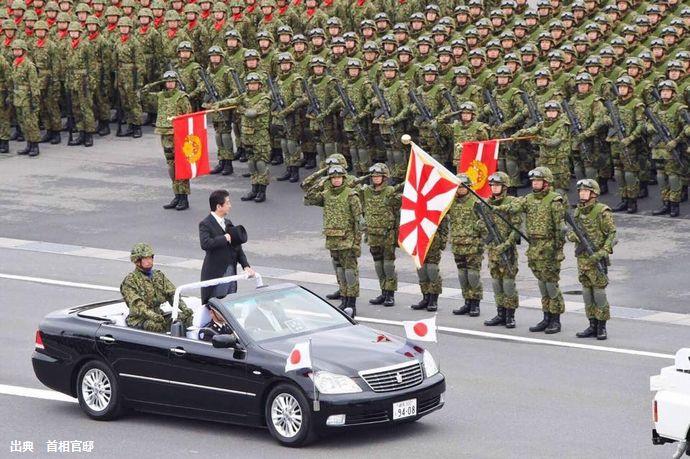 自衛隊観閲式で安倍首相が訓示「隊員が誇りを持って任務を全うできる環境を整える」憲法明記に改めて意欲…水陸機動団やF-35Aが初登場!