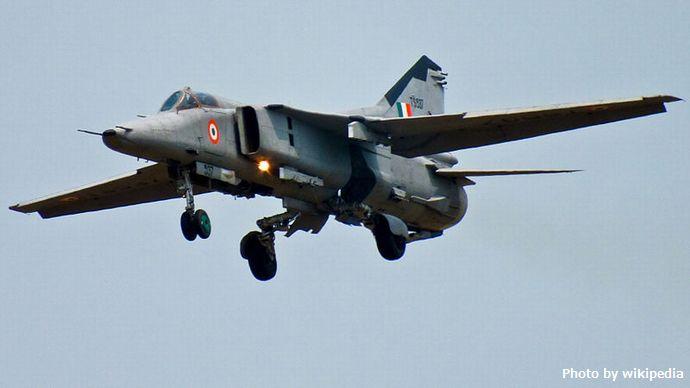 800px-MiG-27_from_No.18_Squad,_Kalaikunda
