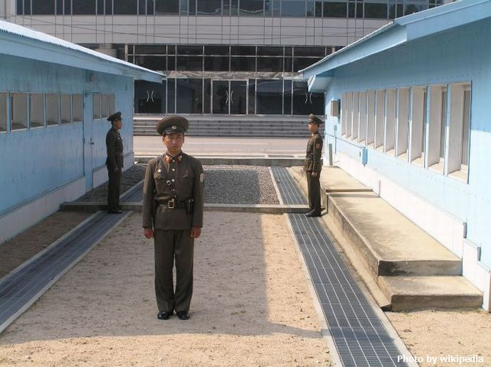 DMZ_seen_from_the_north,_2005