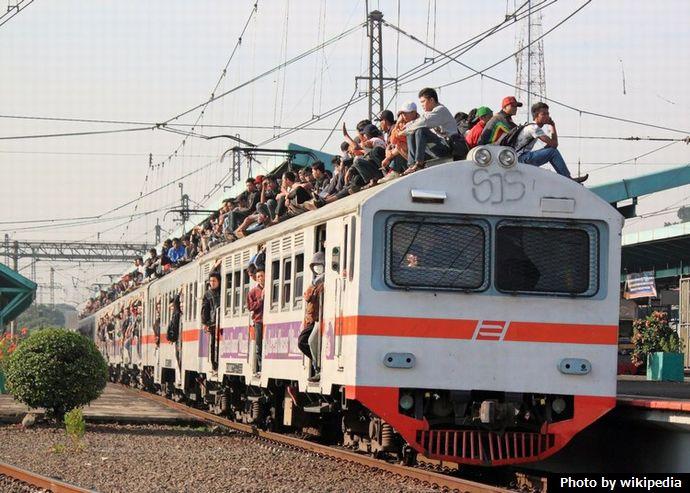 KRL_train_surfing_5