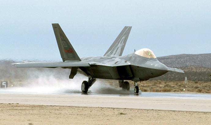F-22_Raptor_Wet-runway_testing_-_031009-F-5555B-003