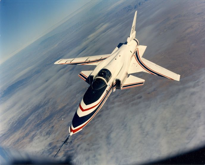 X-29_from_front_perspective