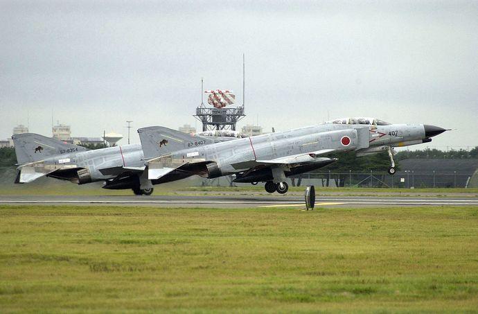 1280px-JASDF_F-4_Phantoms