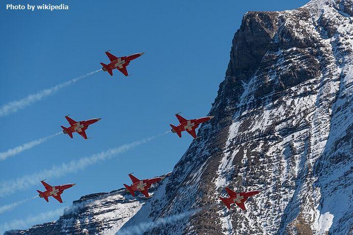 800px-Axalp_Swiss_Airforce_Display_(231729323)
