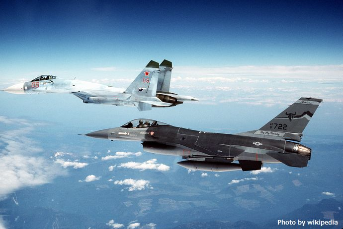 A_Su-27_escorted_by_an_F-16