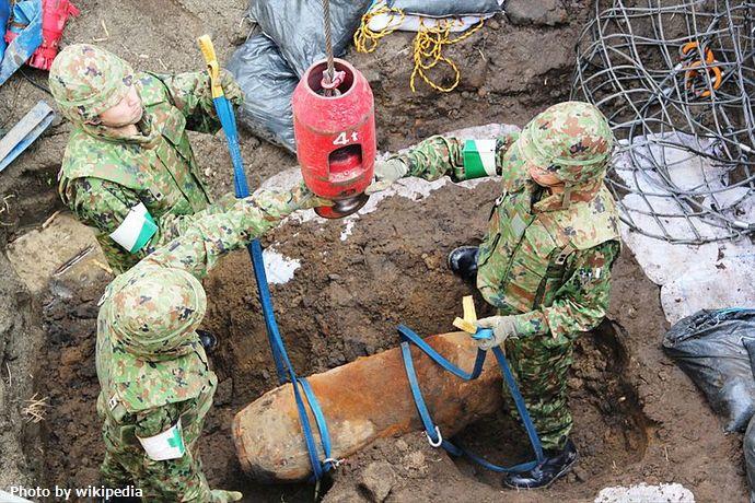 800px-Bomb_disposal_in_Sendai_Airport