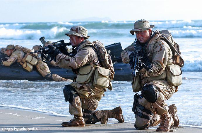 1280px-United_States_Navy_SEALs_542