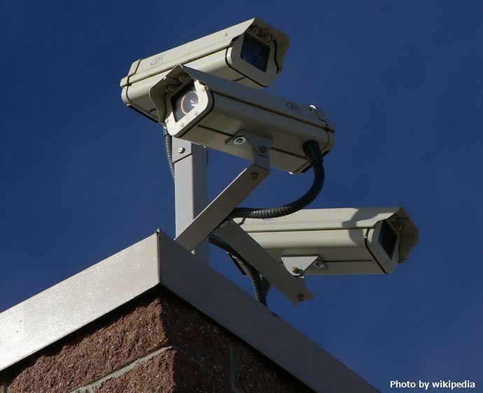 イギリス警察、AIを使って犯罪を犯す可能性のある人に「危険スコア」を付けるシステムをテスト運用!