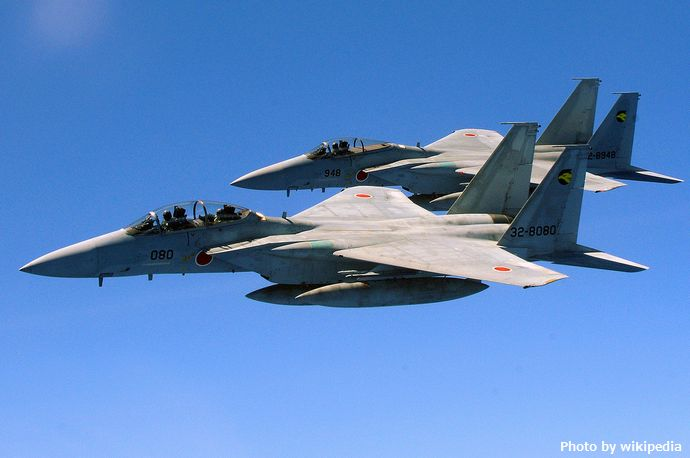 1280px-Two_Japan_Air_Self_Defense_Force_F-15_jets