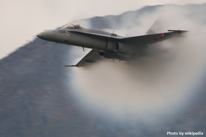 Swiss_FA_18_Hornet_is_accelerating_(6159389813)
