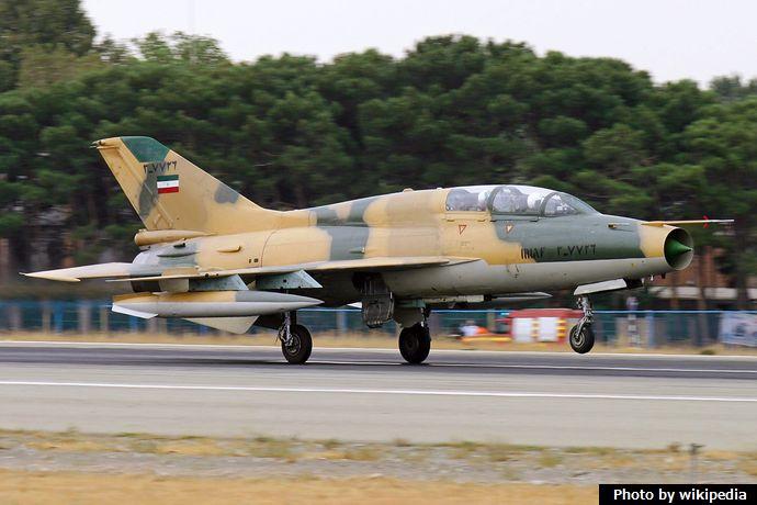 IRIAF_MiG-21_landing