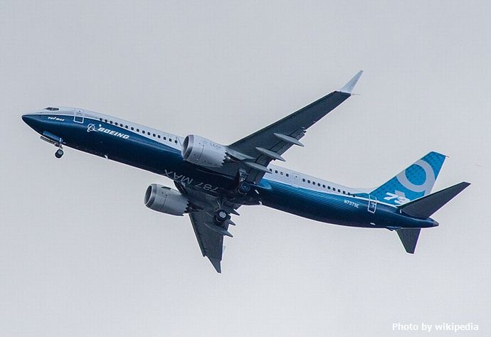 800px-Boeing,_N7379E,_Boeing_737-9_MAX_(cropped)