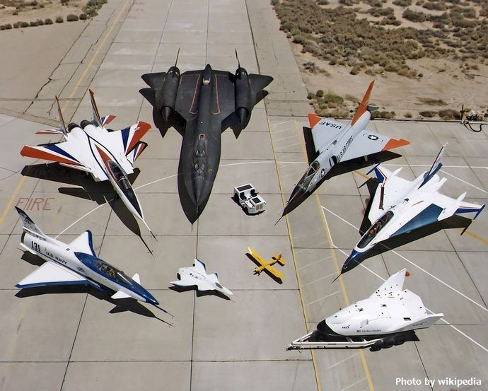 1277px-Collection_of_military_aircraft