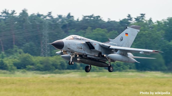 46+22_German_Air_Force_Panavia_Tornado_ILA_Berlin_2016_06