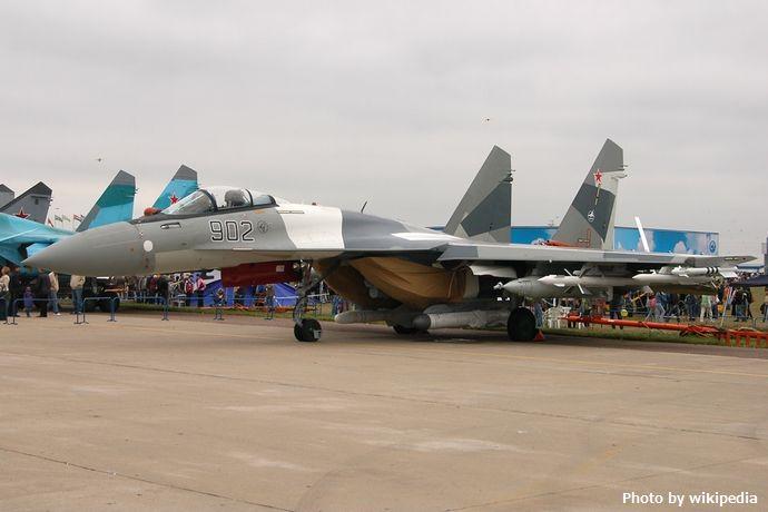 Sukhoi_Su-35S_at_MAKS-2009_airshow