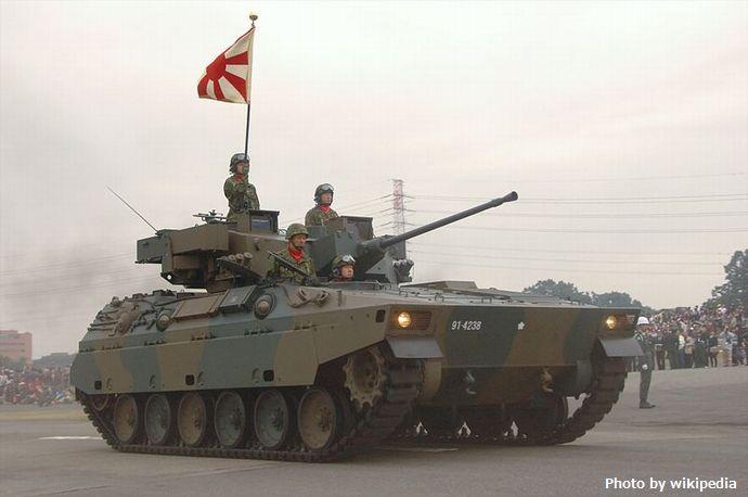 89式装甲戦闘車_H22観閲式13_06_038_R_装備_150