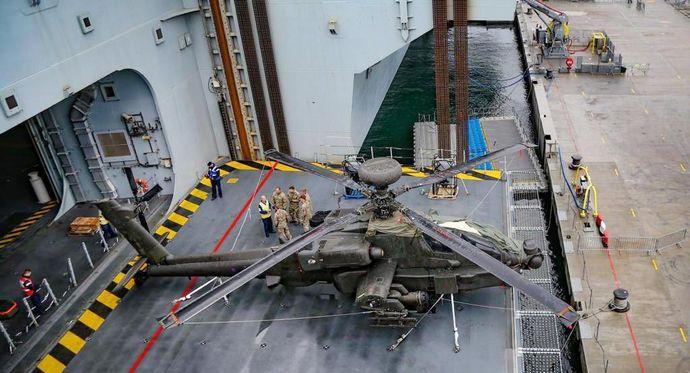 Apache-HMS-Queen-Elizabeth-aircraft-lift-2