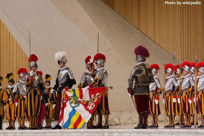1280px-Swiss_guard_swearing_in