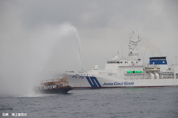 イカ密漁目的か、能登半島沖に北朝鮮漁船1000隻以上が大集結…水産庁が取り締まりを強化!
