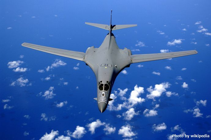 B-1B_over_the_pacific_ocean
