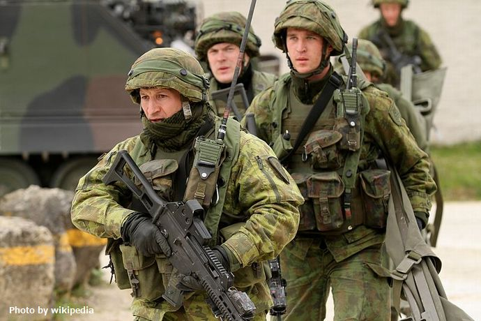 800px-Lithuanian_soldiers_at_Combined_Resolve_II_(14256316715)