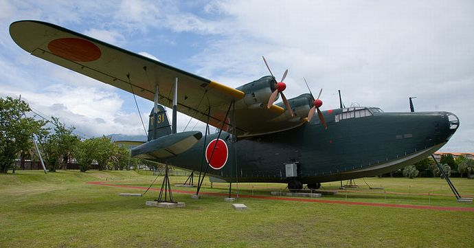 800px-Kawanishi_H8K2_(Emily)_flying_boat