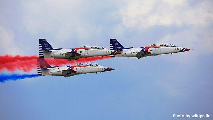 800px-Thunder_Tiger_Aerobatics_Team_(36707832566)