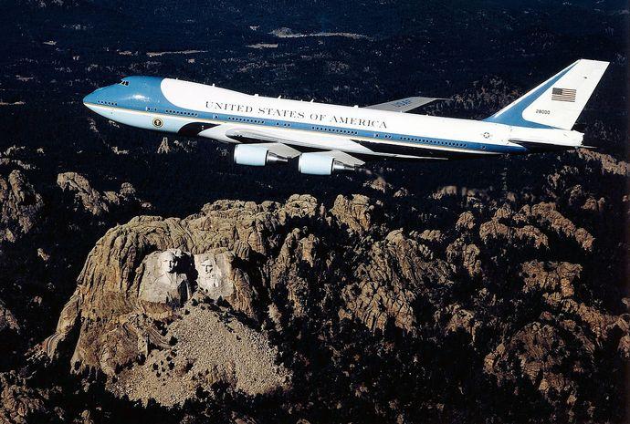 1280px-Boeing_VC-25A_82-8000_USAF
