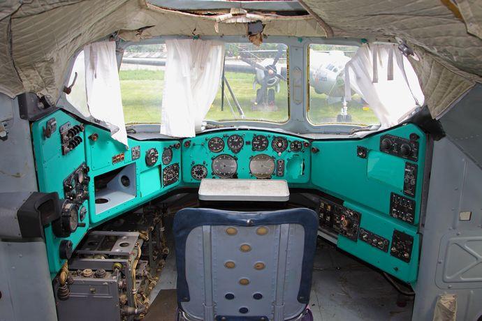 Mi-12_navigator_cockpit_Monino_26-May-2012