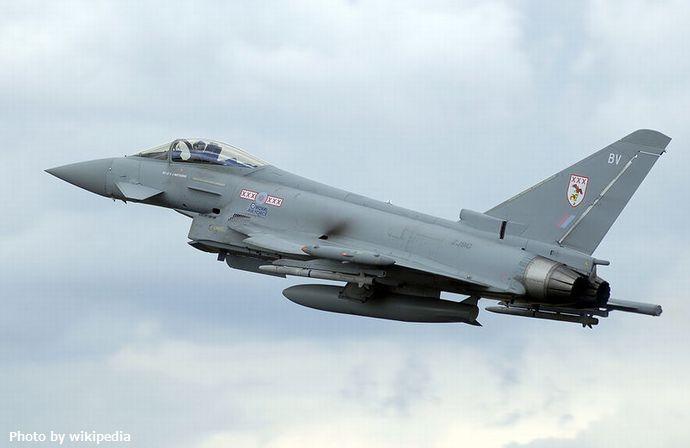 800px-Typhoon_f2_zj910_arp