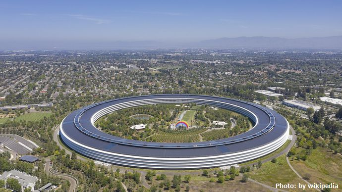 1920px-Apple_park_cupertino_2019