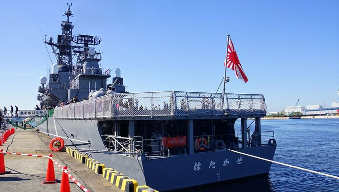 JS_Hatakaze(DDG-171)_Rear_view_at_Port_of_Sakaisenboku_20141019