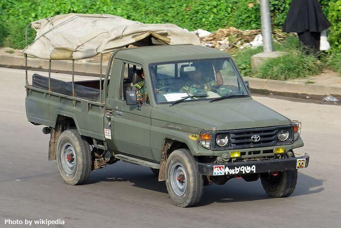 Bangladesh_Army_Toyota_Land_Cruiser_70_pickup